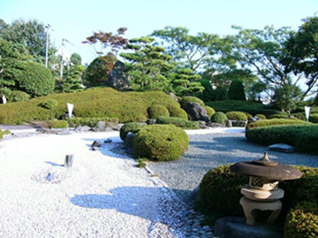 枯流式日本庭園