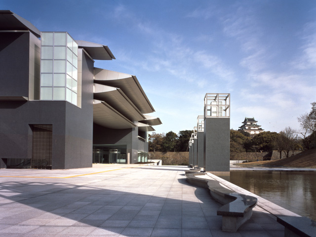 県立近代美術館・県立博物館
